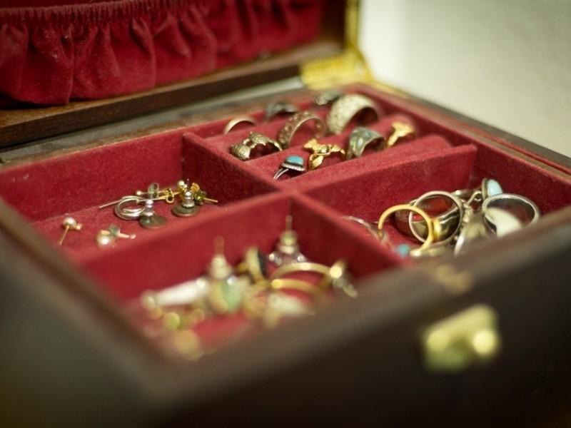 Где хранить драгоценности дома?