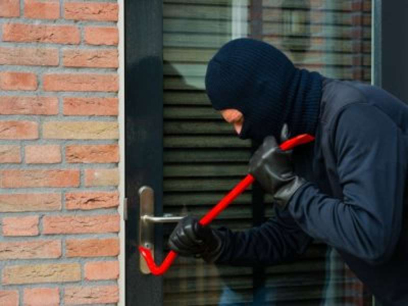 Как защитить свой дом от грабителей и не попасть под суд?