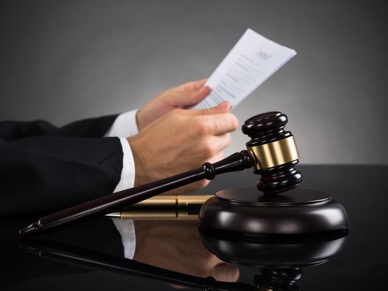 Почему суды требуют истцов самих отправлять иски ответчиками?