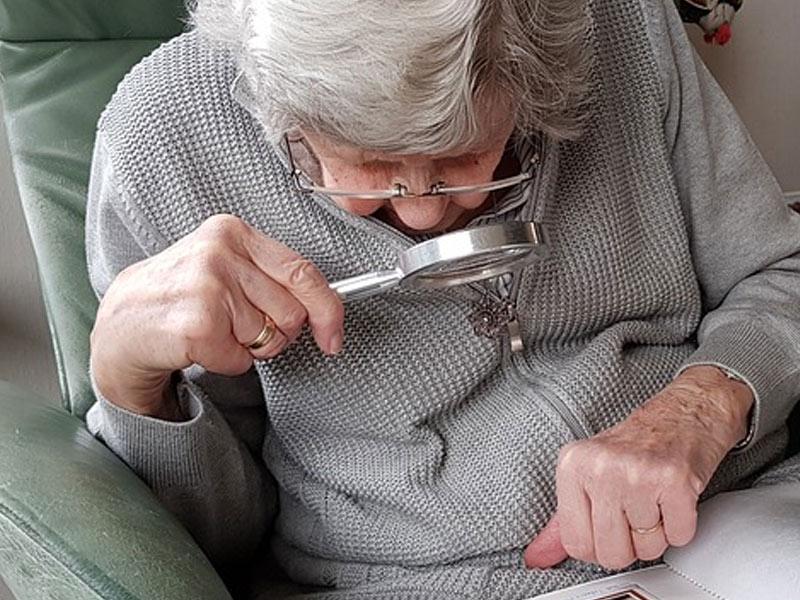Может ли медик работать на льготной пенсии по выслуге лет?