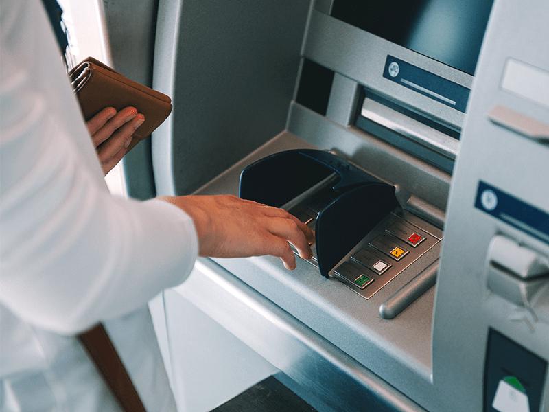 Операции по банковским картам могут ограничить