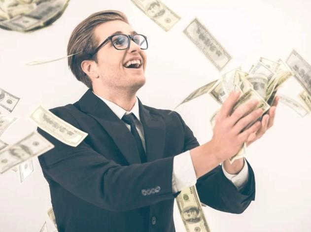 Налоговые обязали раздавать деньги россиянам