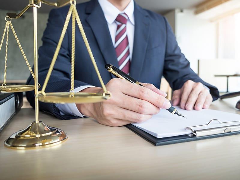 Какими юридическими услугами пользуются люди?